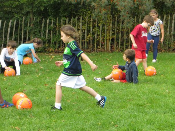 Year 3 & 4 Football Club Practice (2)
