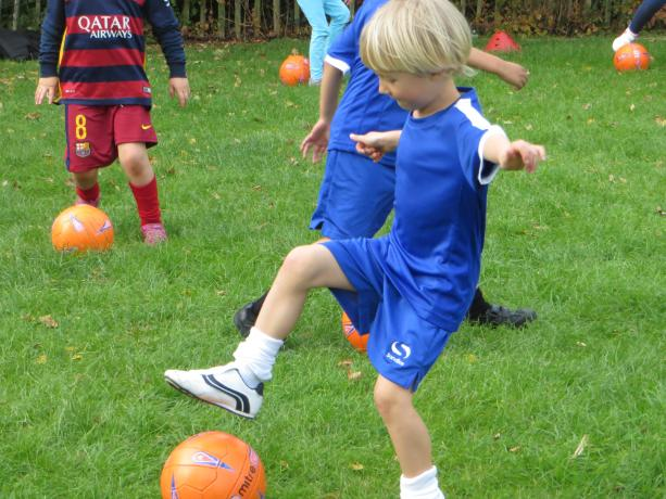 Year 3 & 4 Football Club Practice (3)